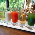 酒の宿 玉城屋 - 小グラスで供されるジュース類