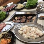 焼肉飯店 山本 - 料理写真: