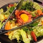 完全個室居酒屋 星夜の宴 - 海鮮ユッケサラダ