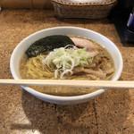 きくちひろき - 料理写真:中間醤油、750円。麺増し、100円。