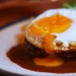 山本のハンバーグ - 料理写真:目玉焼きのせハンバーグ