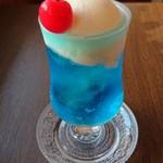 喫茶 宝石箱 - クリームソーダ アクアマリン(ラムネ味)