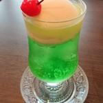 喫茶 宝石箱 - クリームソーダ エメラルド(メロン味)
