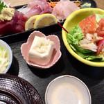 蛇の目寿司 - 両親が頼んだ「刺身三品盛り定食」@1100+「しじみ汁」@330
