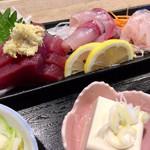 蛇の目寿司 - 刺身は、カツオ、カンパチ、ヒラメの3種