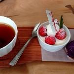 カフェ ドゥ ガレ - 料理写真:アップルティー(400円)、ケーキプレート(500円)