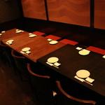 夢花 げんき堂 - 向かい合わせのテーブル席