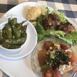 YO-HO's cafe Lanai - ニンニク枝豆、ポキ、炙りテール肉