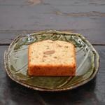 三日月 - 料理写真:ブルーチーズ&アーモンドパウンドケーキ