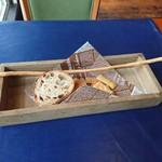 109255284 - 自家製薪窯パン、グリッシーニ