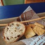 109255287 - 自家製薪パン、グリッシーニ
