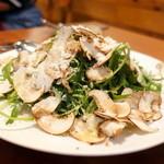 Oggi - マッシュルームとルッコラのサラダ1,000円+