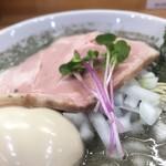 109263433 - 煮干らーめんヤバニボ醤油ぷら旨味とコクのとろとろ味玉(アップ②)