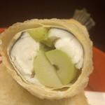 味享 - 姫竹をメゴチで包み湯葉で巻きます。姫竹の塩味が抜群