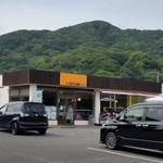 ハニー珈琲 - お店、外観。駐車場、広いです。