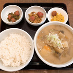 吉田とん汁店 - 料理写真:【2019年05月】豚汁定食@680円、提供時。