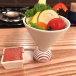 鴨すき 鴨しゃぶ なかもぐろ - お通し  野菜盛り合わせ(自家製トマト味噌)
