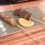 鴨すき 鴨しゃぶ なかもぐろ - (右)鴨のハツ  ¥280 (左)鴨のおたふく串  ¥280