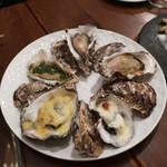 オイスターバー COVO -   焼き牡蠣5種盛り合わせ