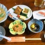 10929314 - 【New!】ホタテの味噌焼き(左)など郷土料理が並びます