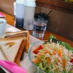 蓮花カフェ - キムチーズホットサンド(サラダ・フルーツポンチ付き)400円