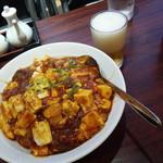 高園 - 麻婆豆腐の餡かけご飯820円