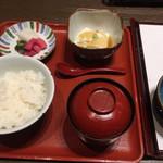 109292442 - 小鉢・ご飯・赤出汁・香の物