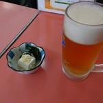 ラーメン 秦々 - お通し、生ビール