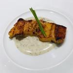 109295013 - 穴子の白バルサミコ焼き ジャガイモと黒トリュフのソース ポテトチップスと芽葱