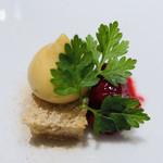 Takumi - 焼きカダイフ ホワイトチョコのクリーム グロゼイユ スパイスのパウダー