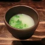 Hakatanaginoki - まずはスープを食前酒のごとく頂き、水炊きスタート。