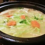 Hakatanaginoki - 肉も野菜も全部ぶち込んでグツグツ炊きます。