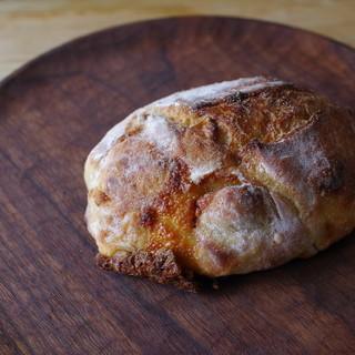 チクテベーカリー - 料理写真:ゴルゴンゾーラとアーモンドのリュスティック