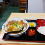さかえ食堂 - 料理写真:チャンポン定食830円(税込)
