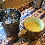 インド・ネパール料理 ロイヤルナンハウス - スープはサービス