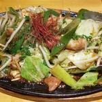 和食バル KO-IKI - 牛もつの辛みそ炒め(890円)