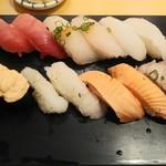 雛鮨 - 中とろ、すずき、えんがわ、トロサーモン軍艦、炙りえんがわ、炙りサーモン、炙りトロ