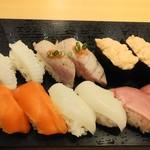 雛鮨 - 炙りえんがわ、炙りトロ、トロサーモン軍艦、サーモン、えんがわ、中トロ