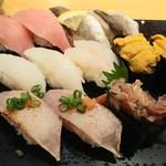 雛鮨 - 中トロ、かます、えんがわ、生赤えび、うに、炙りトロ、あじたたき軍艦