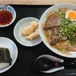 お食事処ひろ - 料理写真:中華そば ¥550 おむすび ¥100 シロミ ¥100×2