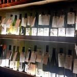 109338174 - ワインがずらり!値段も書いてあるので店員さんと相談しながら選べます♪