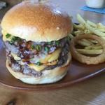 109341498 - トリプルチーズバーガーは肉だけで300g!