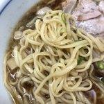 109341755 - 中華そば                       麺は中細平打ち麺