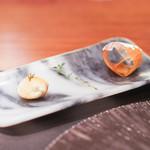 スリオラ - じゃが芋のチップス、パンチェッタ  オリーブオイルを閉じ込めたパン