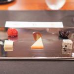 スリオラ - 3種のチーズとその付け合わせ