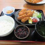 たち花 - 私の頼んだカキフライ定食1400円。  やっぱり広島に来たらカキは食べなきゃね。