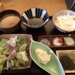 お魚スタンドゆうじ - 天ぷら定食天ぷら以外全容