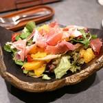KNOT - ☆柑橘と生ハムのサラダ 900円