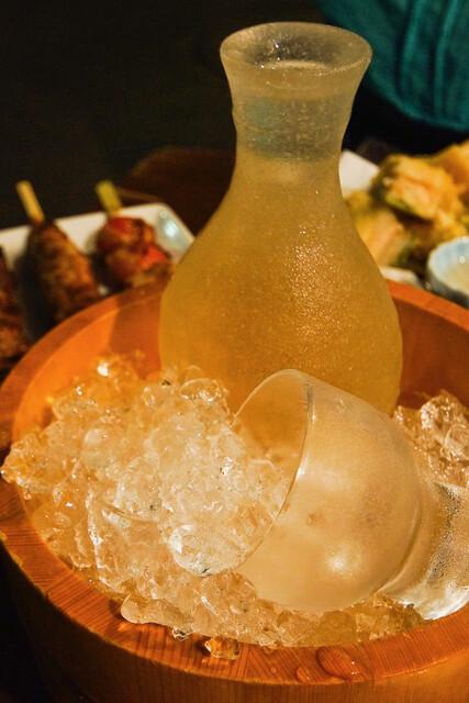 都夏 本店 - 木桶とぶっかき氷と日本酒。日本の夏です。