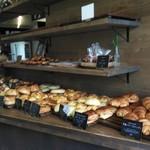 丘の上のパン屋 - 料理写真:並んだパン達